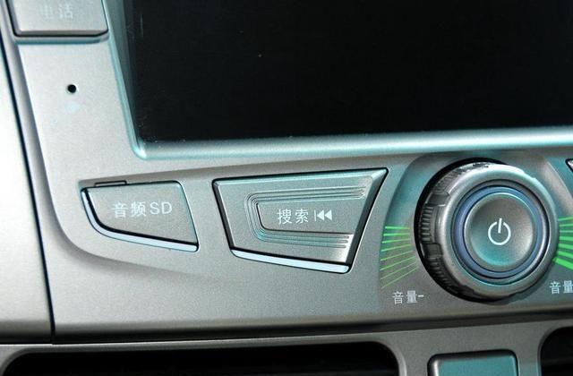 比亚迪M6让你爱上开车,出门倍体面,买一台回家吧