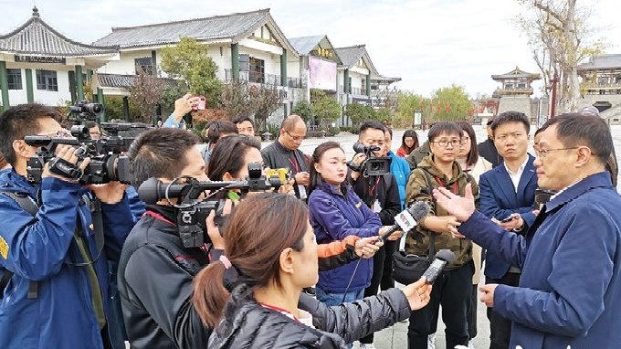 媒体记者继续体验汉十高铁 复兴号跑得飞快还有WIFI