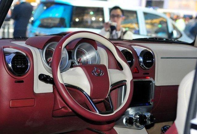号称大学生都买的起的复古型SUV—全球鹰GX5