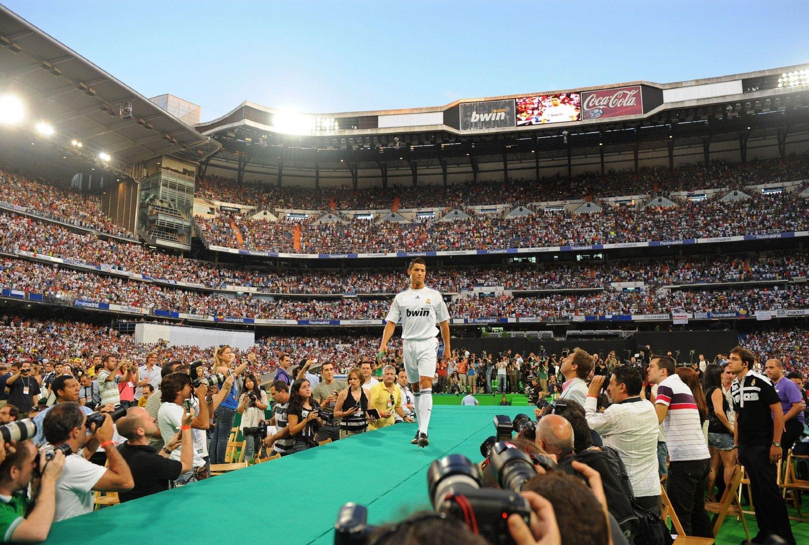 2009年7月6日,克里斯蒂亚诺罗纳尔多正式亮相伯纳乌!