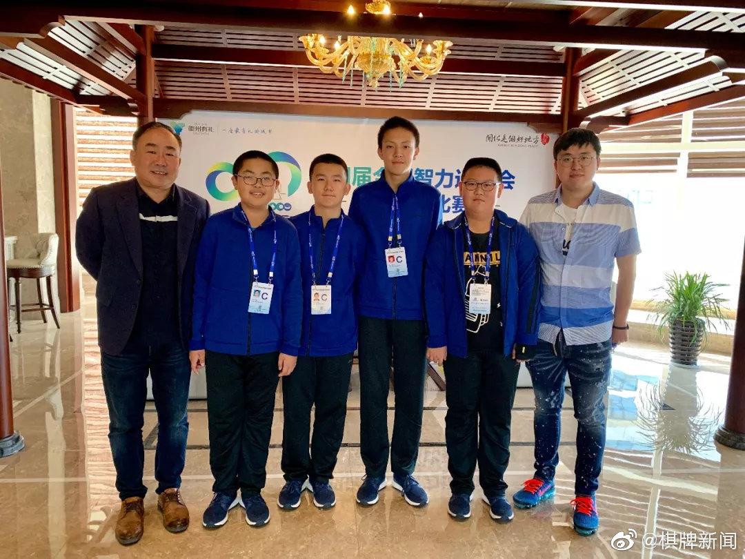 青岛少年男女国象队团体快棋赛双双挺进四强