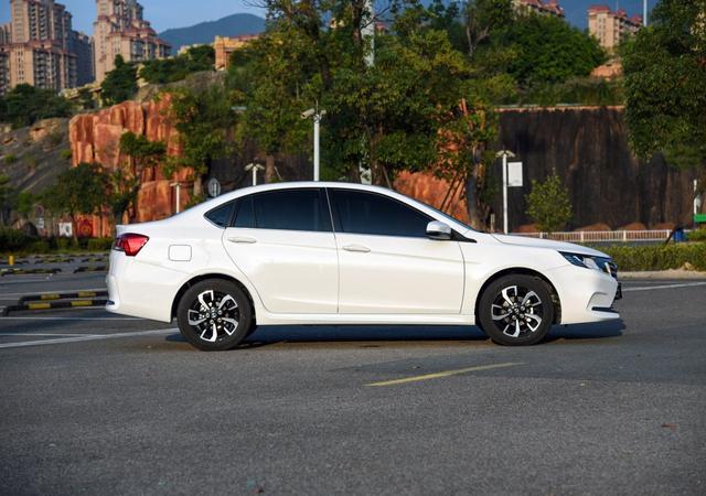 东南汽车新车上市遇冷,起售价才五万,月销仅669台