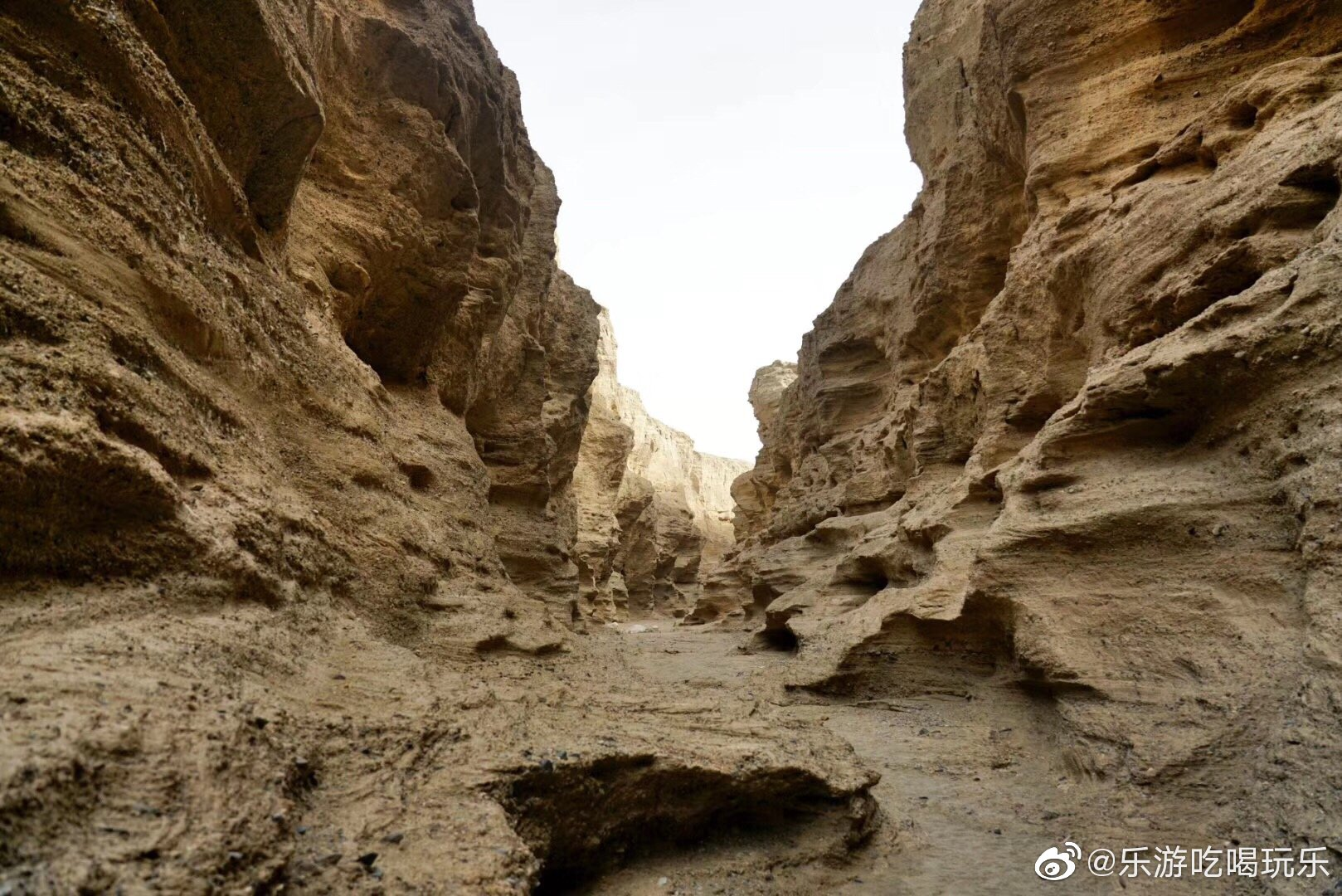 库尔勒罗布泊大裂谷,位于库尔勒:市尉犁县