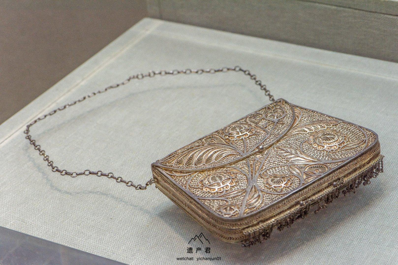 东莞市博物馆藏· 清代银累丝花卉纹小包