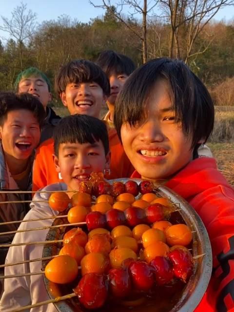 农村扛把子:糖葫芦做好了,开吃