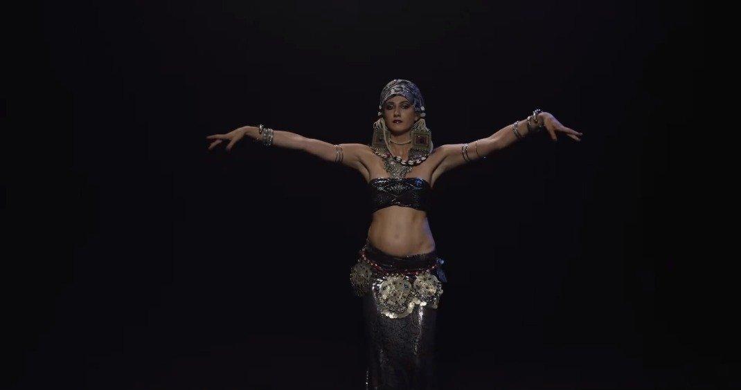 ALISA GUROVA 带来的一段部落风融合肚皮舞表演。