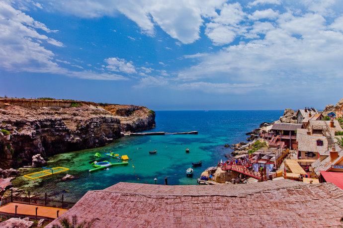 马耳他大力水手村,每栋木房子涂着鲜艳的颜色