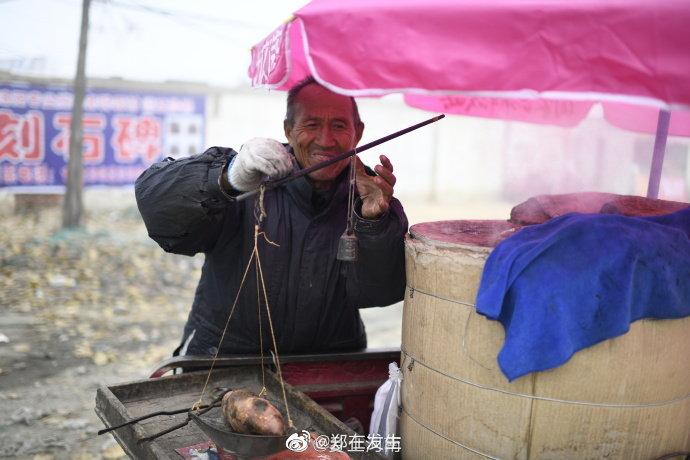 老式烤法 河南乡间的烤红薯摊儿