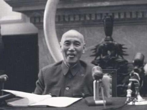 揭秘黄埔校长蒋中正的另类模样,晚年的他和蔼可亲犹如慈祥老人