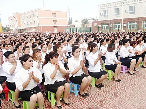 喀尔赛镇:教育好未来的接班人 与孩子们一起报答党恩