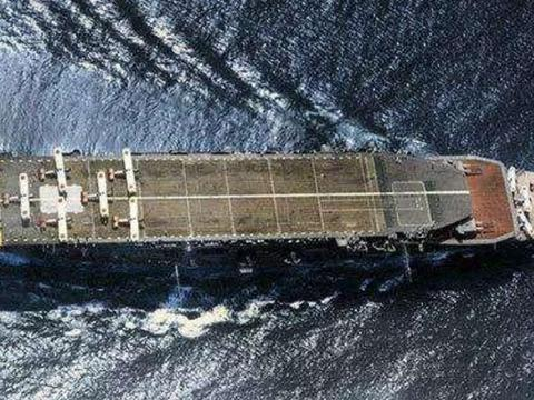 如果做成双层甲板的航空母舰,会不会实用?