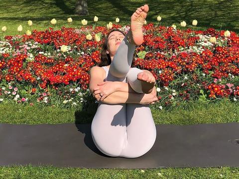 双腿不够美?7个瑜伽动作,美化腿型,练出撩人美腿