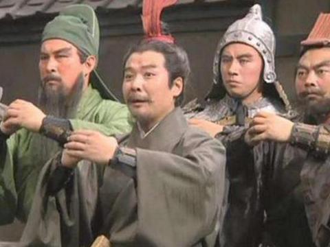 三国中的刘备作为汉室后裔为什么早年的时候会沦落到买卖草鞋?