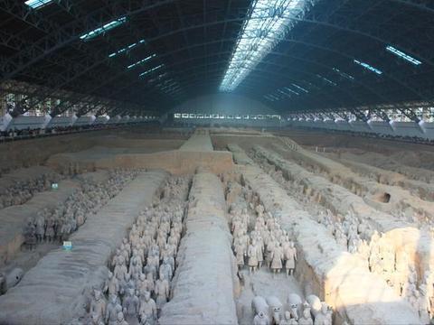 因为它诞生了很多令世界震撼的文明,比如万里长城和秦兵马俑