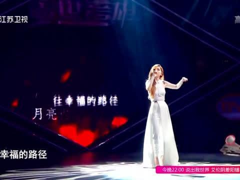 邓紫棋泪洒舞台 唱红蔷薇与白玫瑰不时泛泪