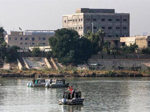 现场!美驻伊拉克使馆附近遭三枚火箭弹袭击 馆区警报响起