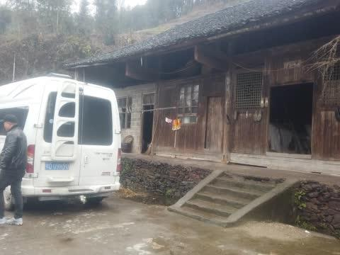 开着房车带老婆回农村过年,城里人看什么都新鲜,农村里待着舒服