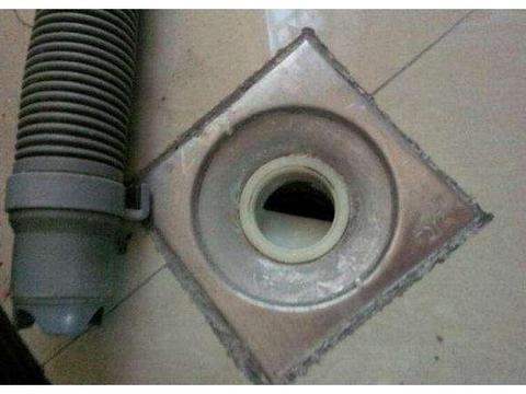 洗衣机排水管怎么放?直接插在地漏里?很容易天天溢水