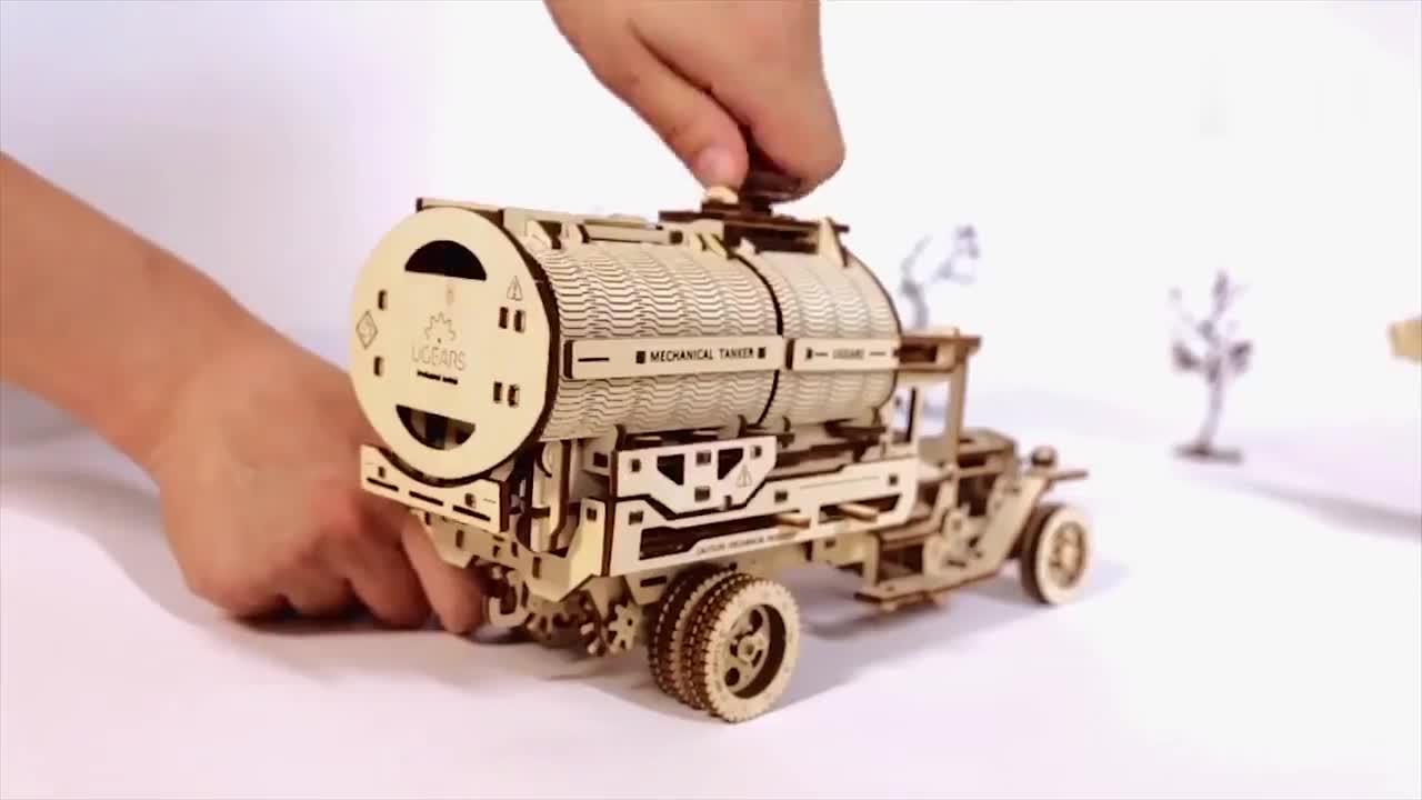 木头+橡皮圈,创造了一系列合不拢嘴的木头火车!