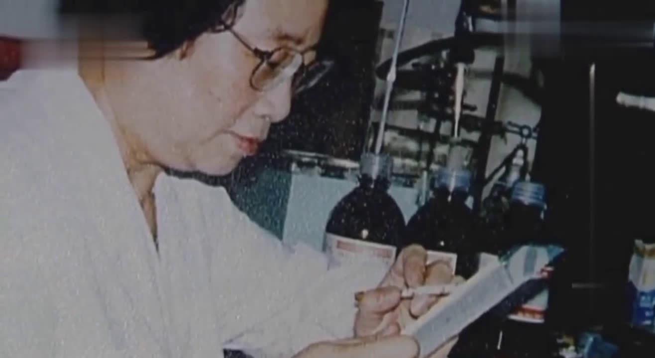 她从传统中医药中找到了治疗疟疾的药物,那时动物实验不理想