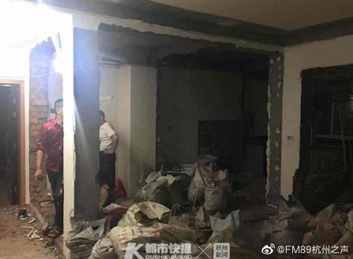 近日,台州温岭城西街道有一住户,装修时竟把屋里所有的承重墙拆了