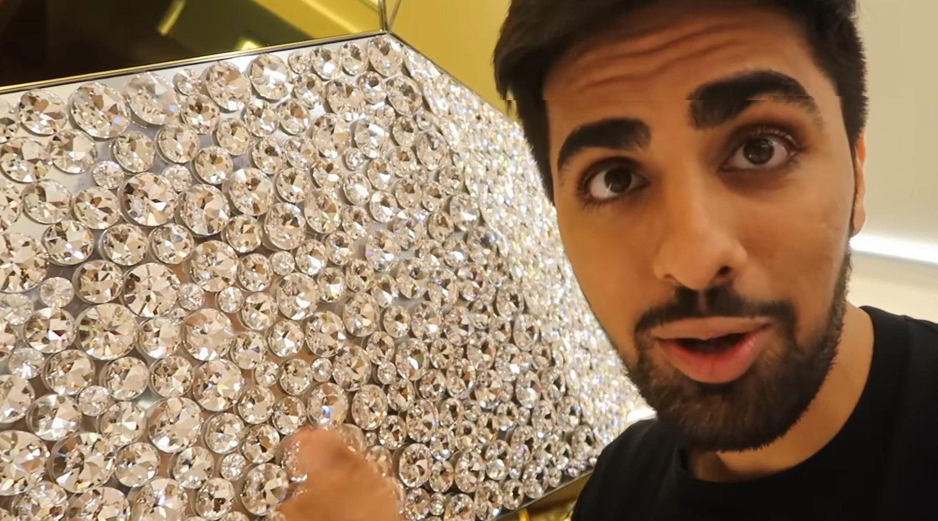 迪拜土豪秀房子,黄金水龙头不算什么,施华洛世奇水晶墙才叫奢侈