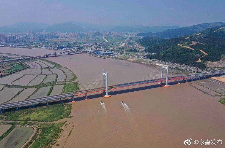 甬台温高速公路复线温州瑞安至苍南段路面工程完工