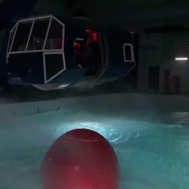 美国海岸警卫队航空技术培训中心模拟真实的夜间暴风雨飞行场景。