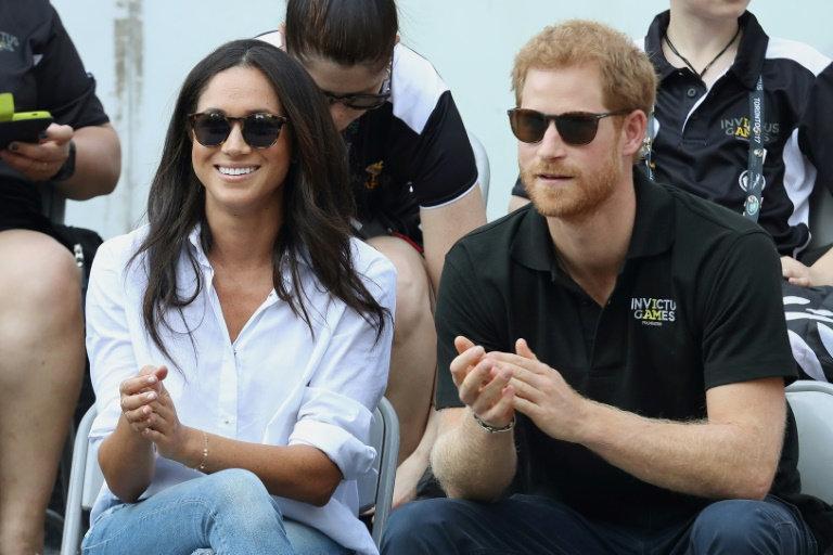 牛仔裤、坡跟鞋皆为禁忌,梅根王妃陪女王度假不容易