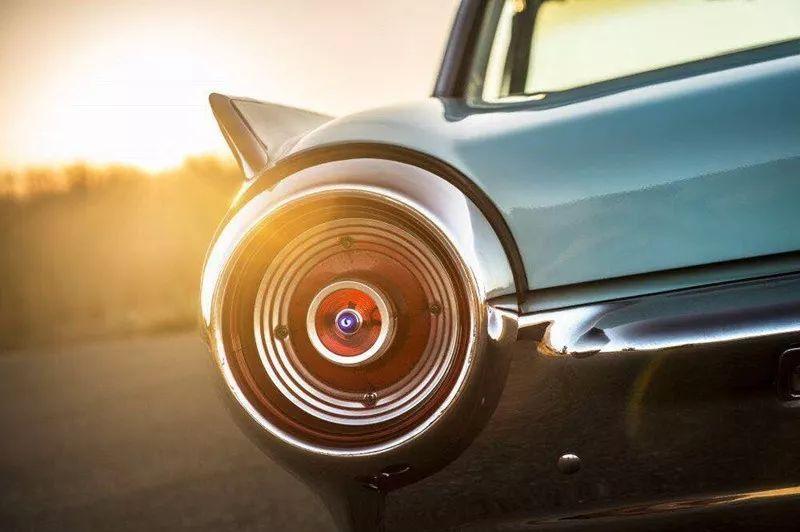 任你风华绝代,怀旧福特经典车型Thunderbird雷鸟!