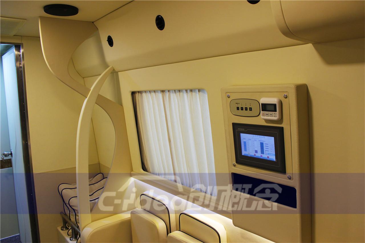 海格H6V经过改装完成独立单间的舒适