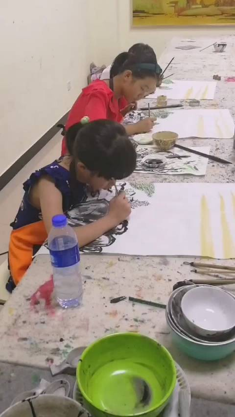山水画是中国画的主要画种,讲究墨分五色