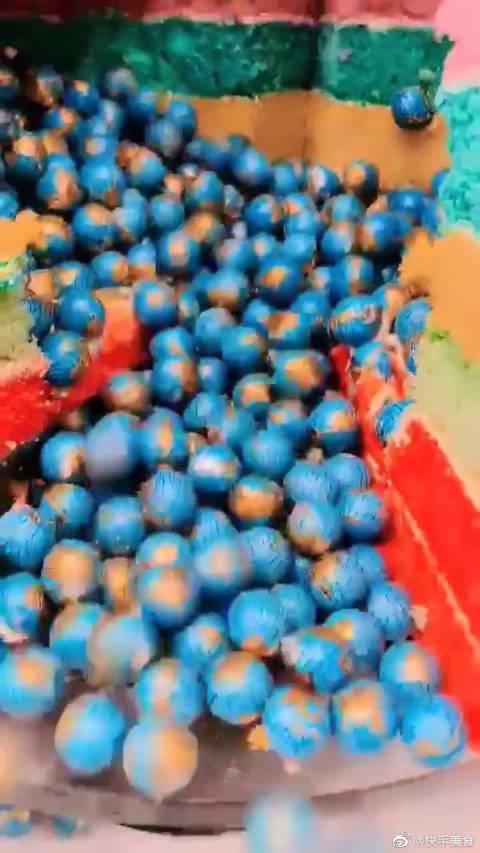 """蛋糕师做的""""蓝色地球"""",敢相信这是甜品吗?好像巧克力啊"""