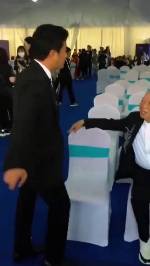 搞笑的吴京和八爷袁和平,两人一起出席厦门金鸡电影节