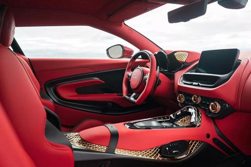 采用黄金车标,阿斯顿·马丁DBS GT Zagato更多官图发布