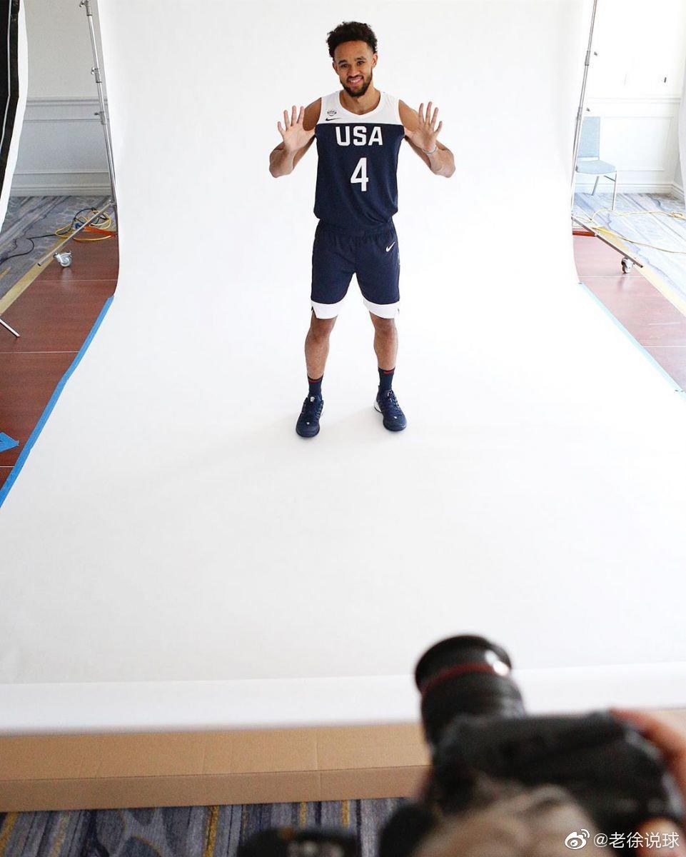 NBA官方更新了社交媒体Instagram晒出多张美国男篮拍摄定妆照幕后花絮