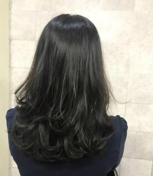 2019烫烫发尾是主流, 几款流行发型供你参考!图片