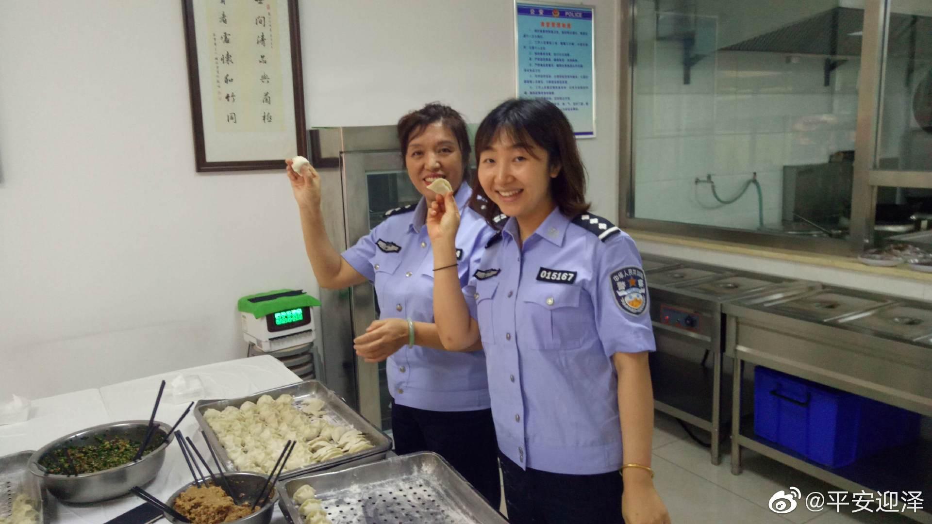 农历八月十五,本是团圆欢聚的日子,依旧坚守在一线的广大公安民警