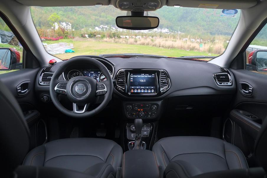 壹次看似往日但实则意思特殊的破开格提升 试驾全新Jeep指南者1.3T车型