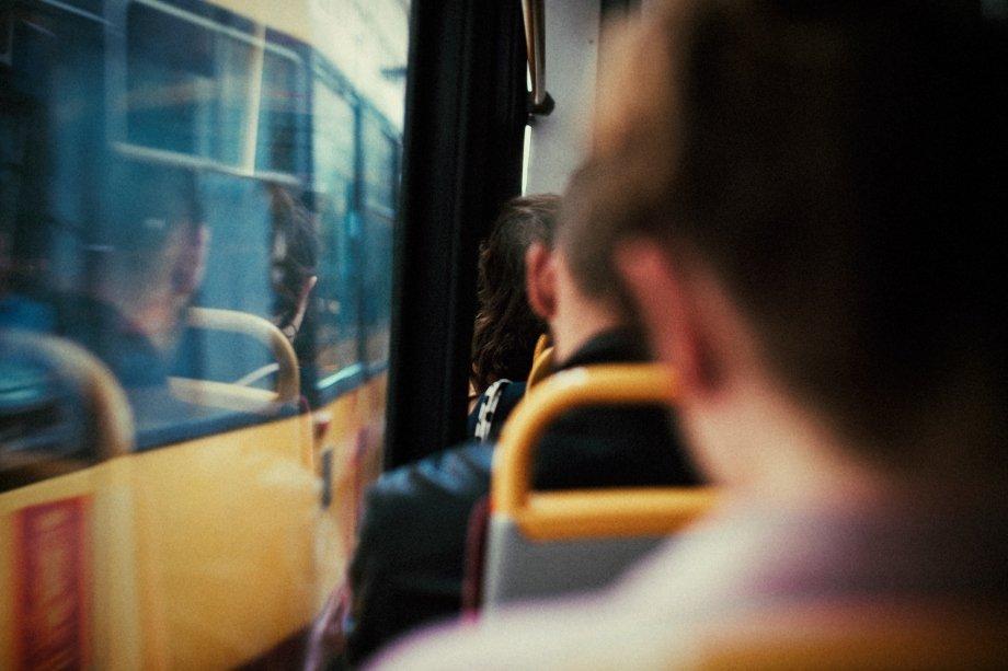 波兰摄影师Erik Witsoe的这组作品名为《靠窗的座位》
