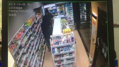 宁波这家无人超市连着几晚被盗,小偷特意拿着大袋子去