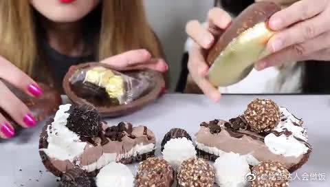 国外吃播小姐姐,吃费列罗巧克力,每次都吃贵的,家里应该有矿