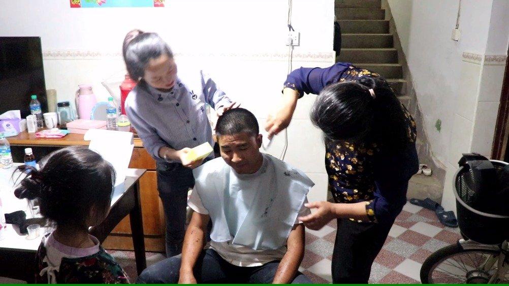 小伙花118元买了台婴儿理发器剃头,今天自己试用了一下,杠杠的