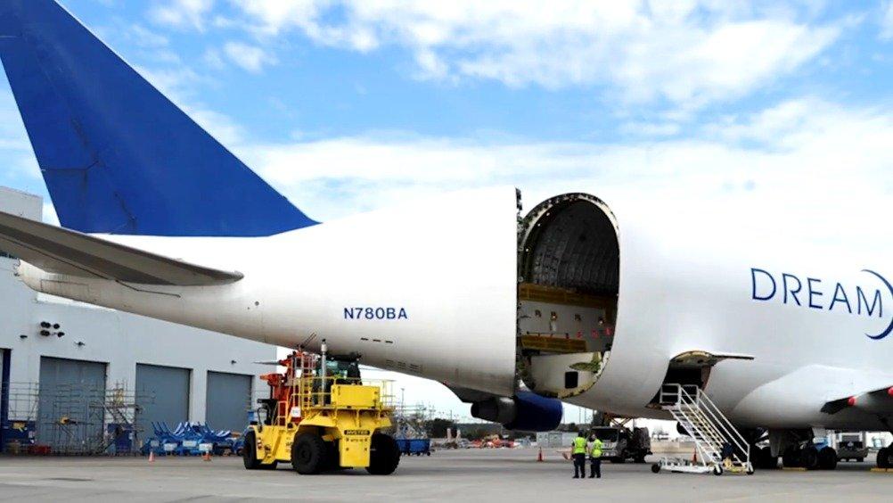 長榮航空波音787-10組裝縮時影片