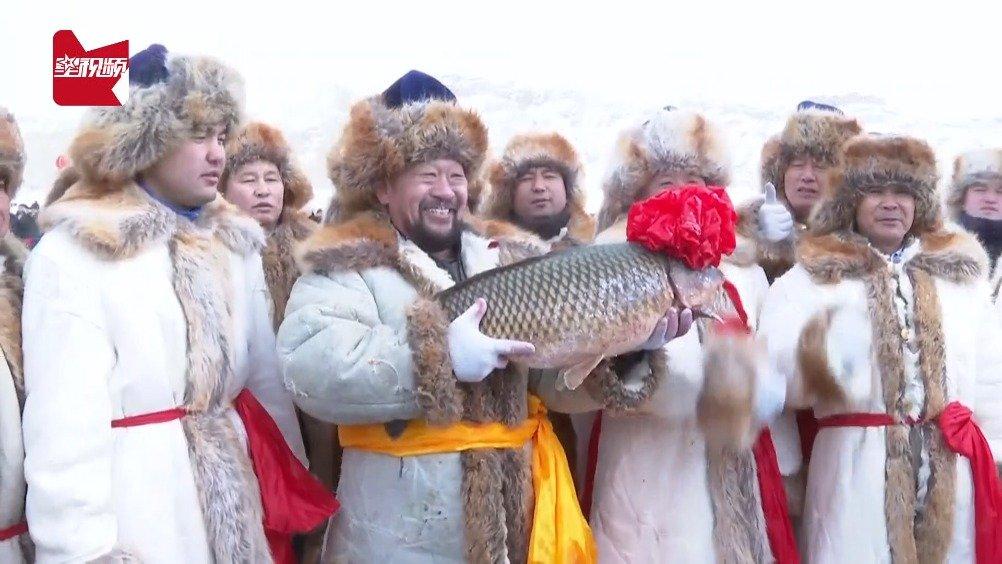 抢鱼纳福!乌伦古湖冬捕16.8公斤头鱼,拍出38.8888万元天价