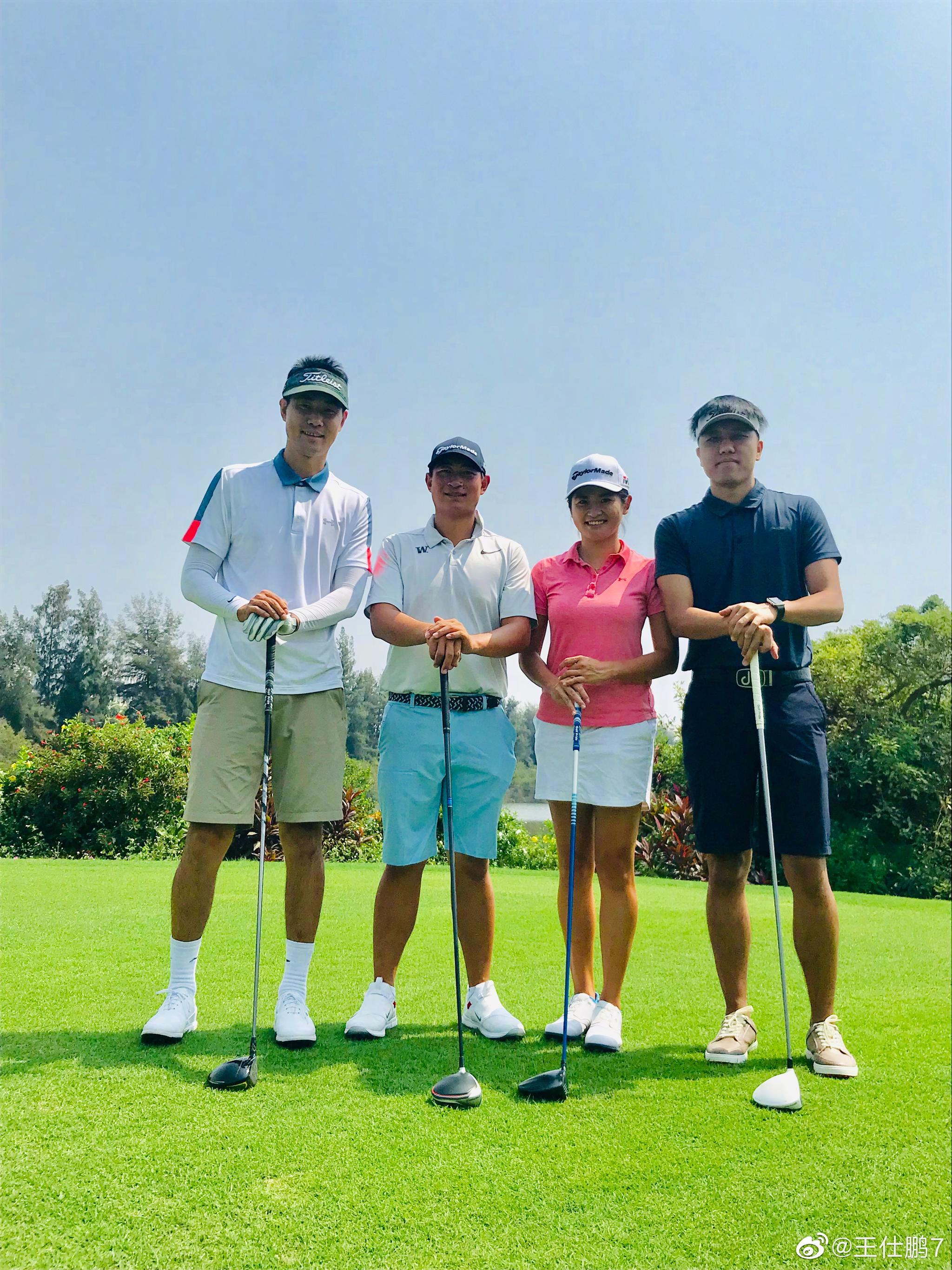师父@罗莹Cathy 带着陪练@袁也淳golf 带我下场