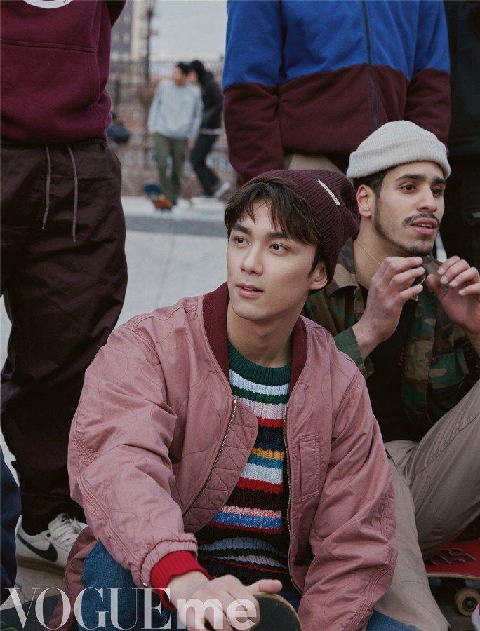 吴磊,现在已经长大了,变成青春活力美少年,穿着打扮尽显潮流范