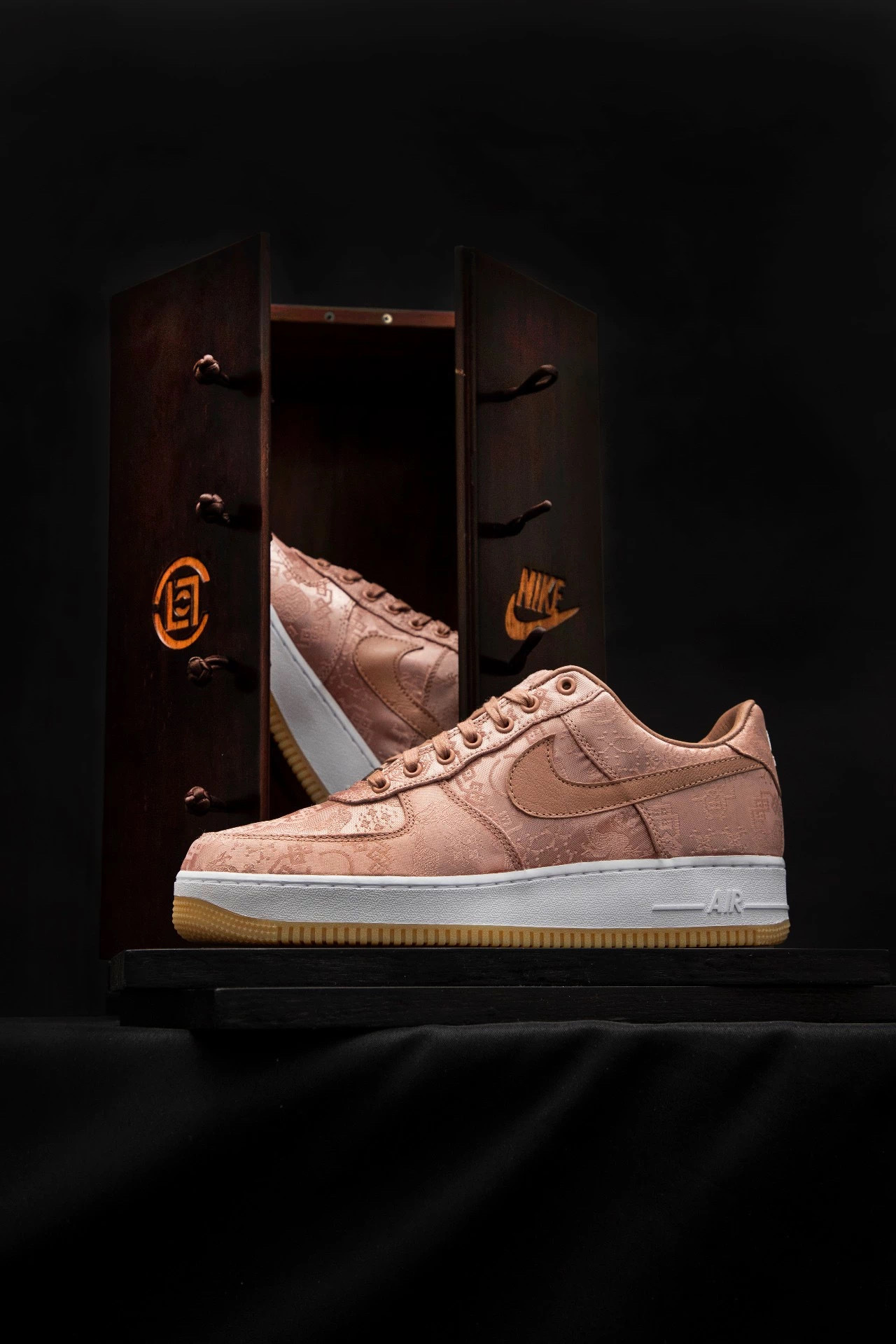 "CLOT x Nike ""ROSE GOLD SILK"" Air Force 1玫瑰金丝绸今日发售"