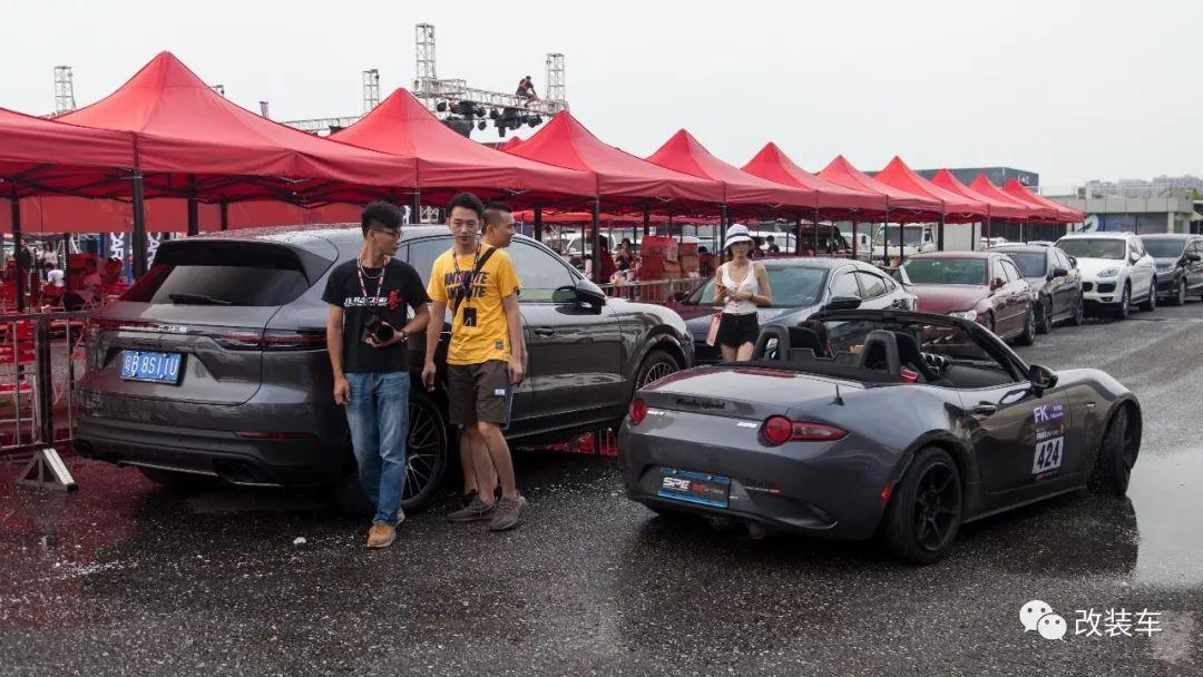 炎炎夏日也阻挡不了玩车人的心,赛场留下的是热爱的汗水!