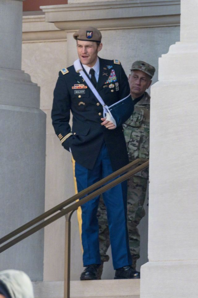 美国特工约翰·沃克现身片场!并先后穿着军装和美国队长制服